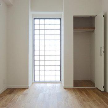 居室はブロックガラスがアクセントに。(※写真は前回掲載時のものです)