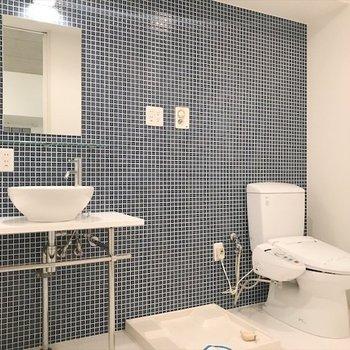 洗面台・トイレ・洗濯機は同じ部屋。