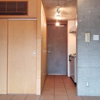 こちらがキッチン水周りスペースです。※写真は別部屋です