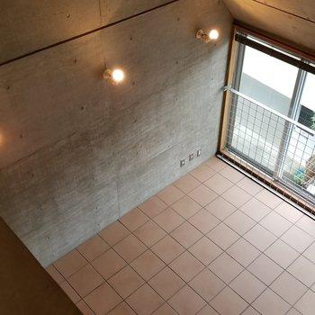 見下ろしてみるとこんな感じ。傾斜がもう最高...※写真は別部屋です