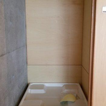 洗濯機は階段の後ろに※写真は別部屋です