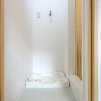 脱衣所に洗濯機置き場。
