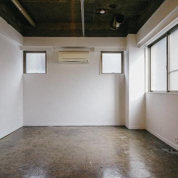 【B1】こちら会議室1。