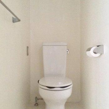 トイレはこちらに※写真はクリーニング前です