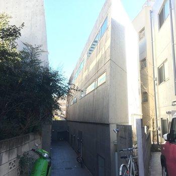 コンクリートの三角形・・ほんとに住めるの??