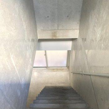 更に降りて1階へ・・・※写真はクリーニング前です
