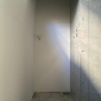 2階は洗濯機置場のみ※写真はクリーニング前です
