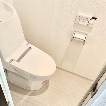 トイレはウォシュレット付き◎(※写真は清掃前のものです)