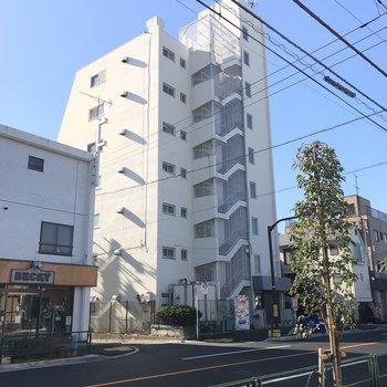 井の頭通り沿いの白くて大きなマンション