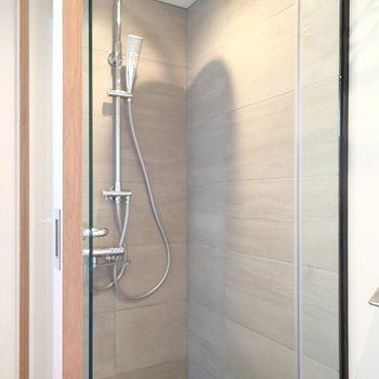 お風呂はシャワーブースでさっとすませましょ。