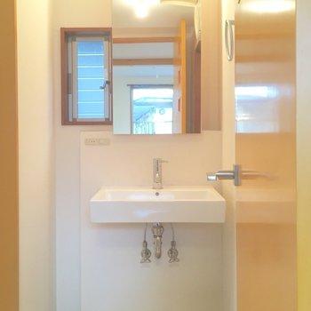 洗面台はシンプルに!!*1号室は左右反転の間取り
