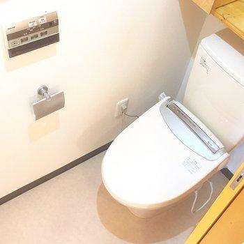 トイレ上のちょっとした置き場は嬉しい!!*1号室は左右反転の間取り