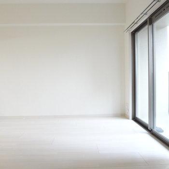 しきりをあけてワンルームとしてつかってもいいな。※写真は別室です。