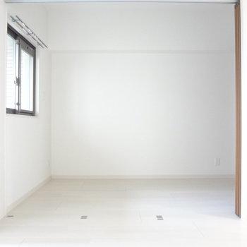 まっしろの内装はどんな家具でも似合いそう。※写真は別室です。