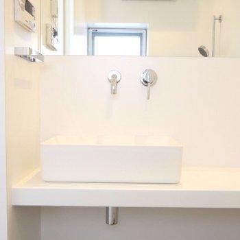 洗面台もシンプルで使いやすそう※写真は別部屋です