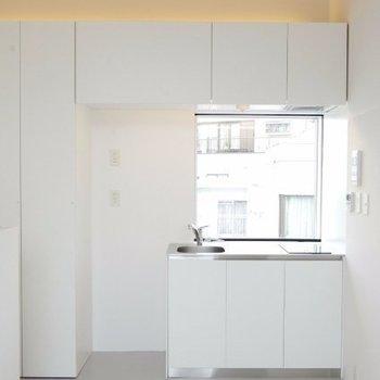 窓のある明るいキッチン!※写真は別部屋です