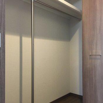 ちょっぴり狭い廊下の収納はこんな感じ