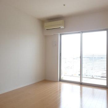 南向きで眩しいっ※写真は13階の同間取り別部屋のものです。