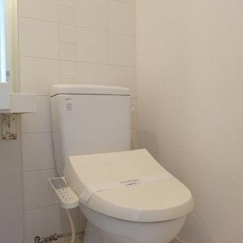 トイレはシンプル※写真は13階の同間取り別部屋のものです。