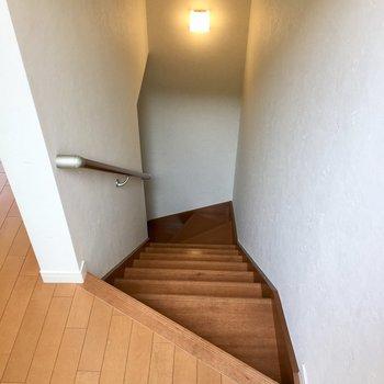 階段を上がるとお部屋です。