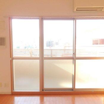 3面の大きな窓が特徴的!