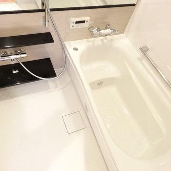 ファミリーサイズのお風呂も新品っ