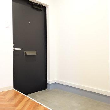 玄関はとっても広いです。シューズボックスご用意を