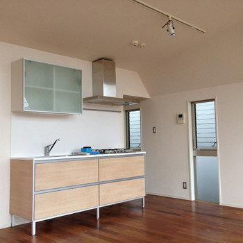 明るく開放的なキッチン※画像は同じ間取りの別室です