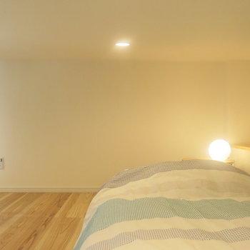 ダウンライトの明かりにウトウト。。。(※家具はイメージ)