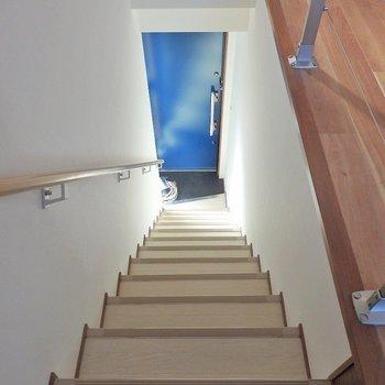 玄関からは階段を上って!