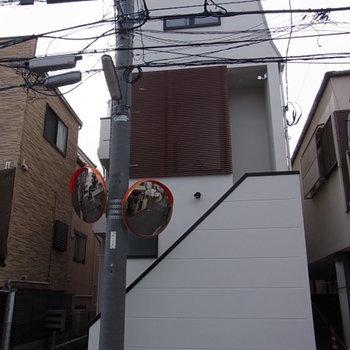 都会的なコンパクトアパートメント。