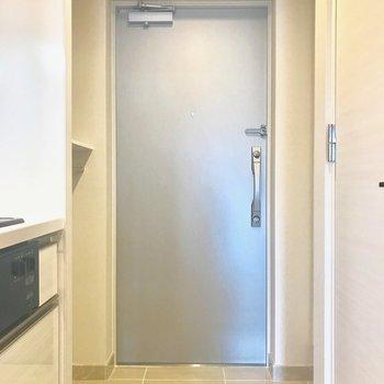 玄関は割とすっきりと!(※写真は別部屋、同間取りのもの)