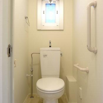 トイレは小窓が嬉しいですね