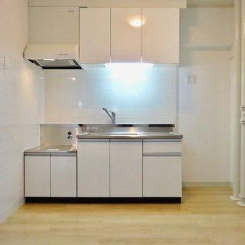 キッチンは持ち込み型。広々使いやすそう!