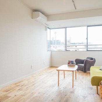 シンプルなお部屋にはアクセントになる色の家具を◎※写真はイメージ