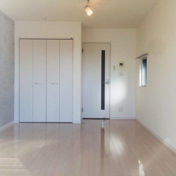 側面に大きな窓がないから家具の配置しやすそう!