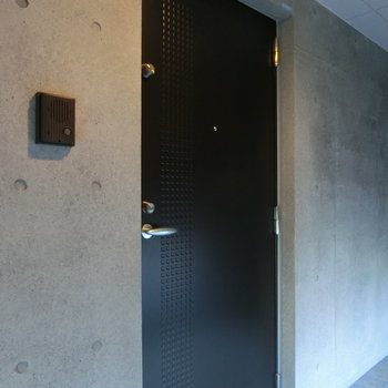 玄関扉もクールでした。※写真は前回掲載時のものです。