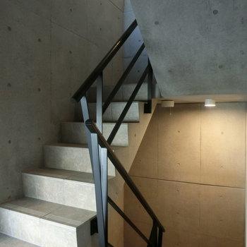 コンクリートの階段※写真は前回掲載時のものです。