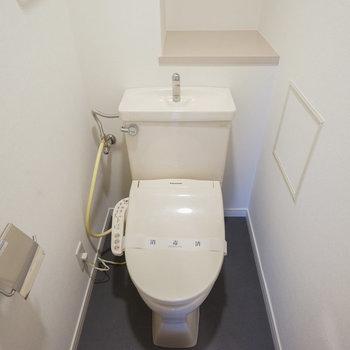ウォシュレット付きの個室トイレ◎