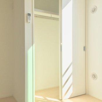 居室のクローゼット。お片付け上手になれる…!※写真は前回募集時のものです。