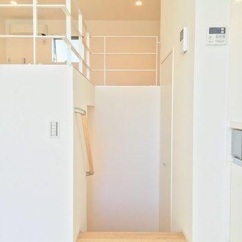 居室からこの階段を降りると・・・ ※写真は前回募集時のものです。