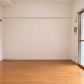 壁3面使えるのは嬉しいです※写真は4階同間取り別部屋のものです
