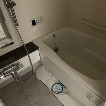 お風呂もゆったりと入れそう◎(※写真は8階の同間取り別部屋のものです)