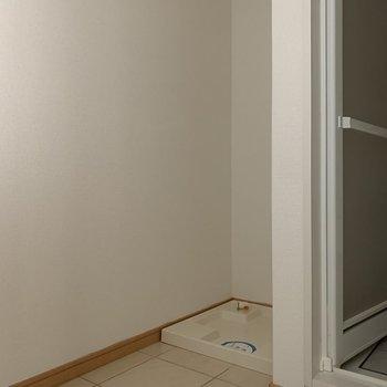 洗濯機置場もしっかりと(※写真は8階の同間取り別部屋のものです)