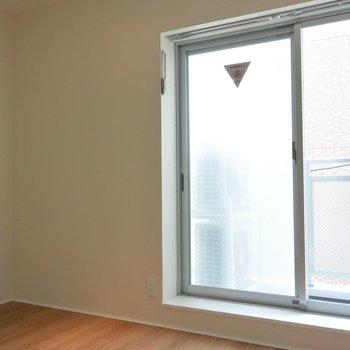 洗濯物干しは室内で※写真は別部屋になります。