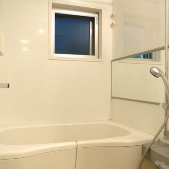 窓付きの広いお風呂!※写真は前回募集時のものです。