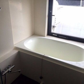 開放的なお風呂!!※写真は別部屋です