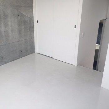 こちらは洋室※写真は別部屋です