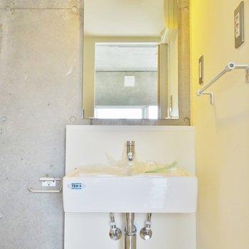 スタイリッシュな洗面。※写真は同タイプの別室