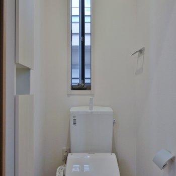 おトイレも窓付き。※写真は、前回撮影時のもの
